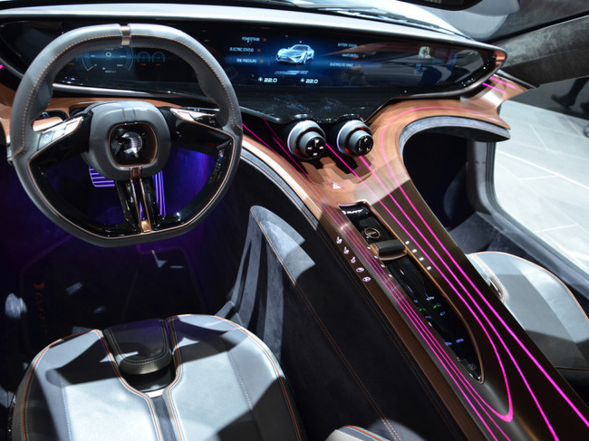 Интерьер  нано-електромобилья Е-Sportlimousine 2015