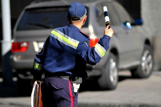 Коли працівник ДАІ має право зупиняти транспортний засіб?