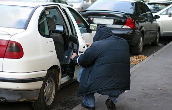 Відео як грабують автомобілі